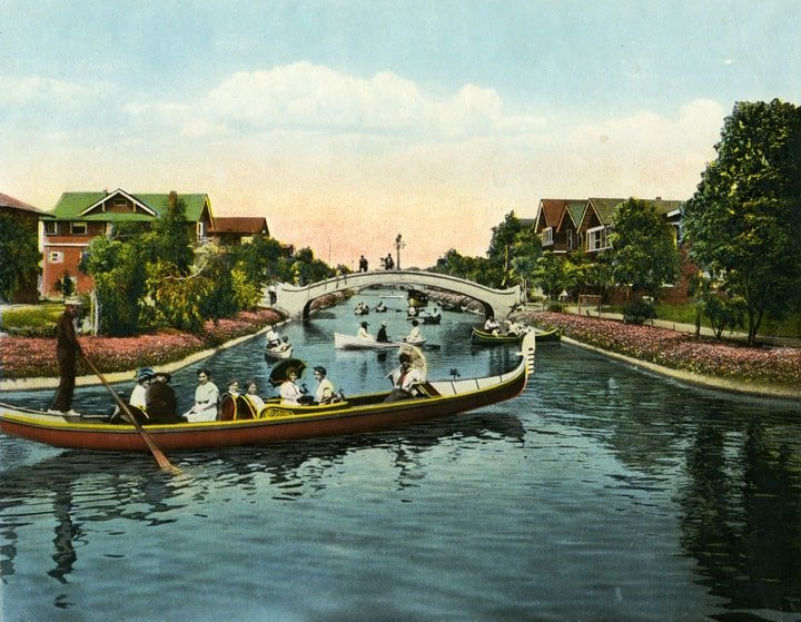 Venice Canals 1909 (https://commons.wikimedia.org/wiki/File:Venice-CA-Canal-1909.jpg)